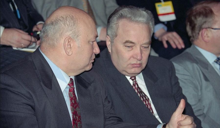 Алексей Большаков (справа) с Юрием Лужковым. Фото Фото: соцсети.