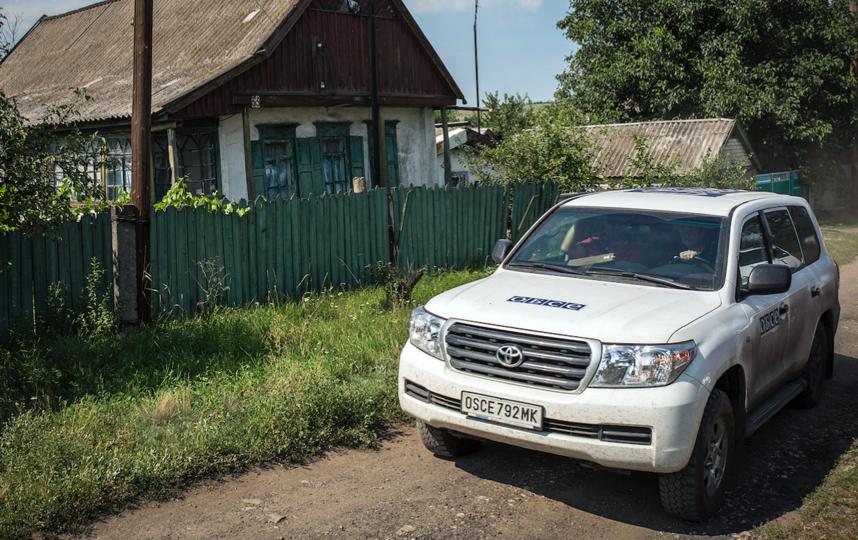 Автомобиль ОБСЕ в селе Грабово, Донецкая область, Украина. Фото Getty