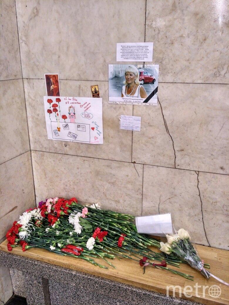 Наталья Митрофанова скончалась, не приходя в сознание. На станцию метро «Технологический институт» горожане продолжают нести цветы  | metro.
