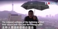 В китайского телеведущего во время прямого эфира ударила молния — ВИДЕО