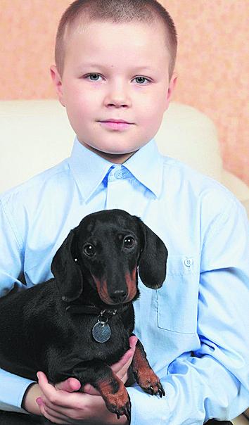 """Серёжа с любимой собакой. Фото ПРЕДОСТАВЛЕНО ФОНДОМ """"ПОДСОЛНУХ""""."""