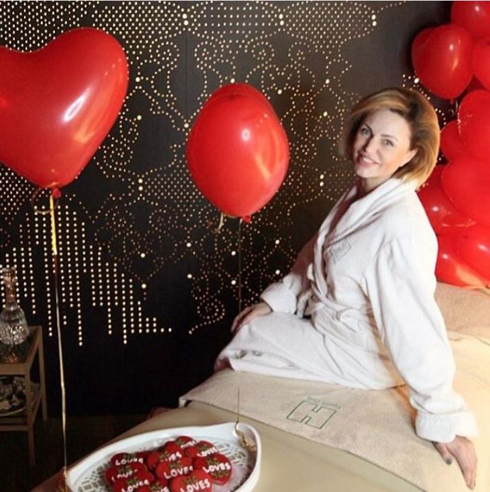 Алла Довлатова показала свою фигуру в бикини после четвертых родов. Фото Скриншот/Instagram:alla_dovlatova