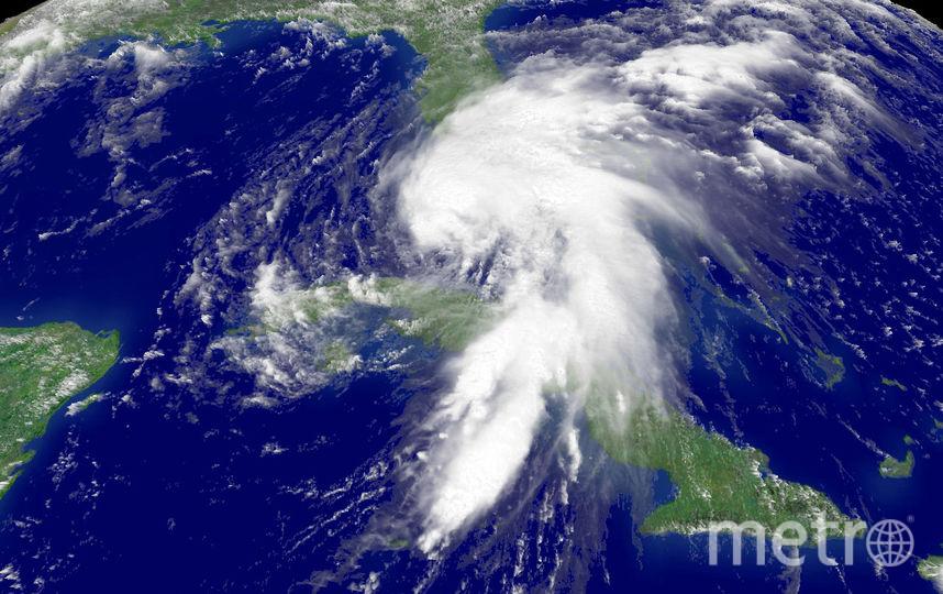 Спутниковый снимок тропического шторма. Фото Getty