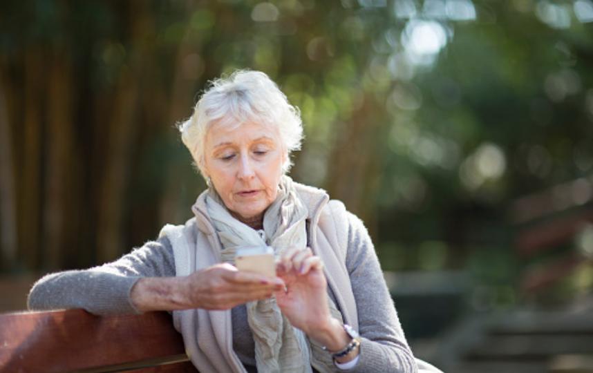 СМС пользуются все меньше абонентов. Фото Getty