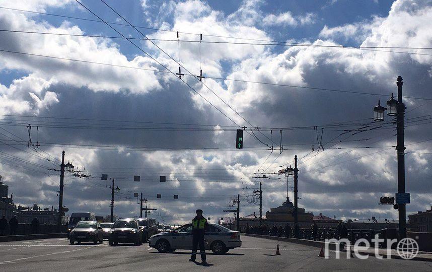 Дворцовый мост в Петербурге закрыли из-за угрозы взрыва. Фото «ДТП и ЧП | Санкт-Петербург», vk.com