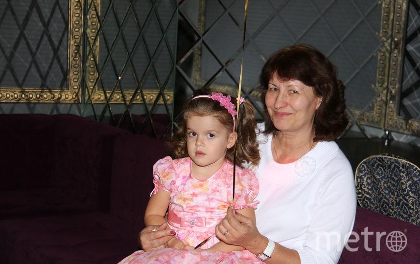 Как-то утром, приготовив внучке Катюшке блинчики с мёдом, налив ей ароматного чая, кручусь и плиты, не нарадуюсь её аппетиту слышу: «Какие же всё таки пчёлы молодцы, такую вкусноту сделали!». Фото Елена Борисовна