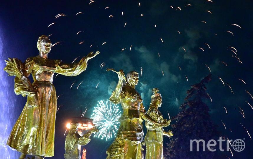 """Салют в столице. Фото Василий Кузьмичёнок., """"Metro"""""""