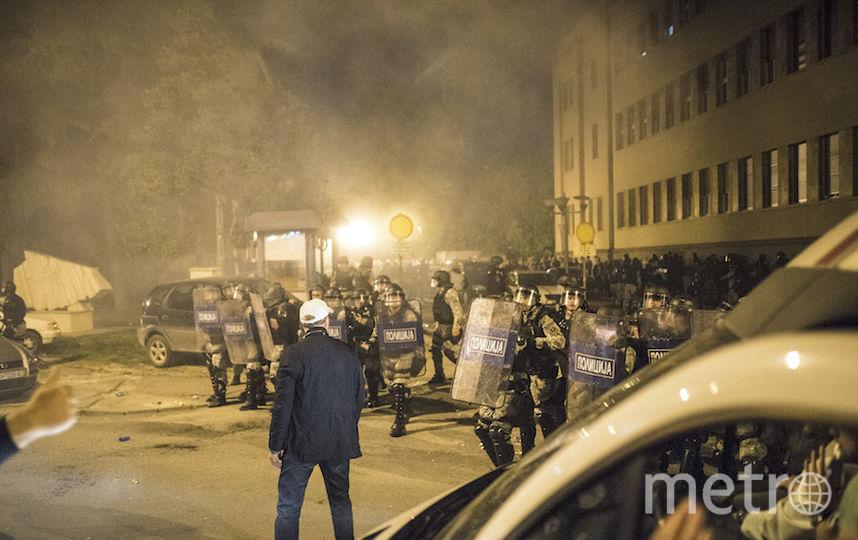 Толпа демонстрантов захватила парламент Македонии. Фото AFP