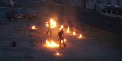 Огненное шоу устроили во дворах в Кировске: видео