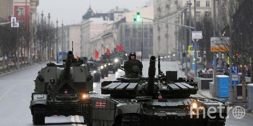 По центру Москвы проехала новейшая военная техника