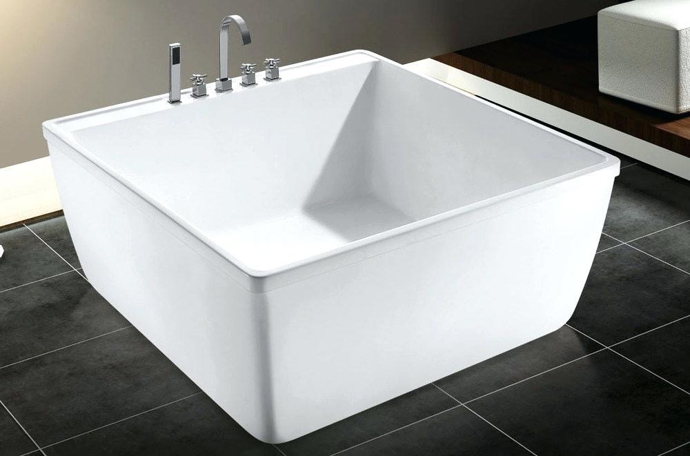 Квадратная ванна
